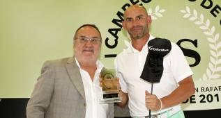 Paco Jémez, maestro del golf en el primer torneo de AS