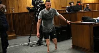 Pistorius anda sobre sus muñones ante la jueza