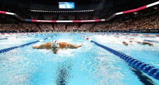 Michael Phelps ganó el duelo a Lochte en los 200 estilos