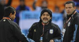 Maradona se reunió en la AFA para ofrecerse para los JJ OO