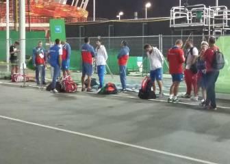 Djokovic esperó el autobús frustrado por su eliminación