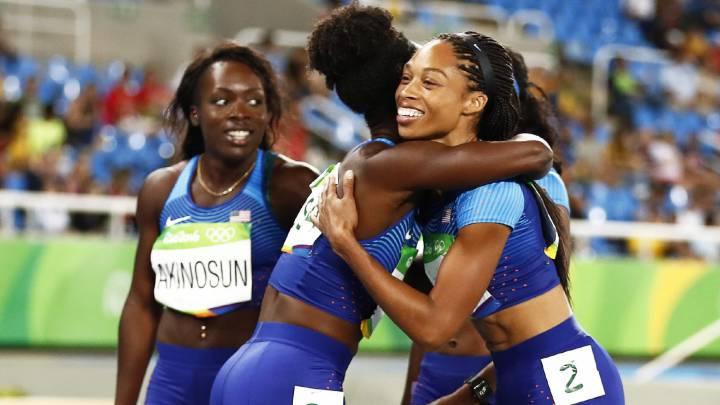 El 4x100 de Estados Unidos pasa a la final corriendo solas