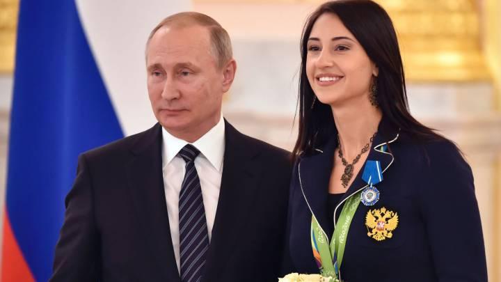 Putin regala un BMW a cada medallista ruso