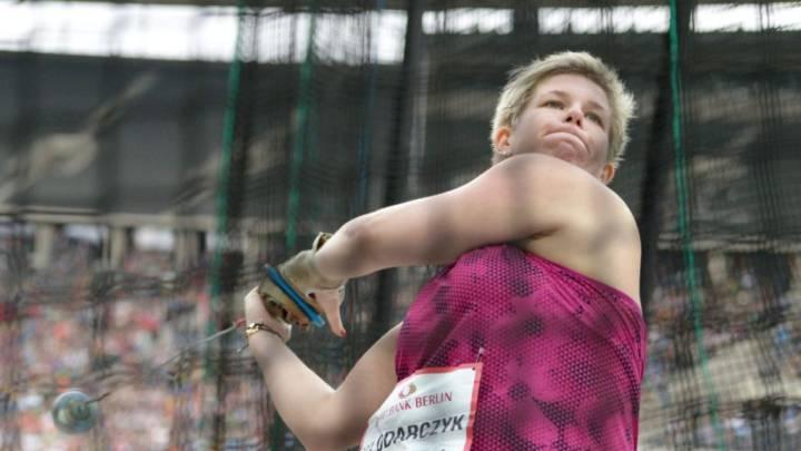 Wlodarczyk vuelve a batir su récord mundial de martillo
