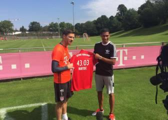 Van Niekerk cumple un sueño conociendo a Xabi Alonso