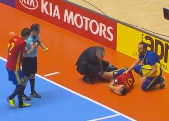 Sergio Lozano vio la segunda amarilla... ¡por lesionarse!