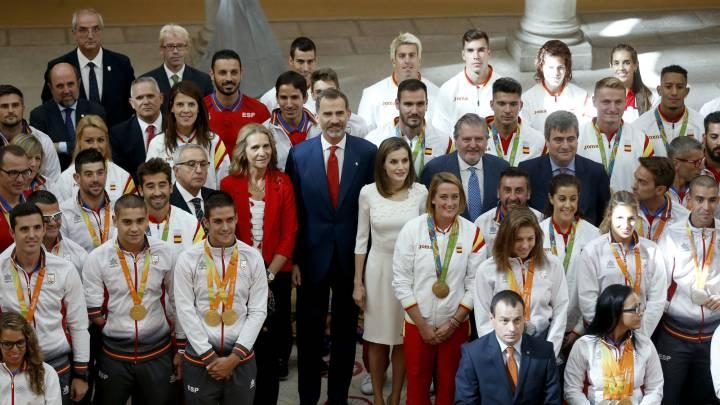 Selfies, medallas, diplomas y sonrisas en la recepción real