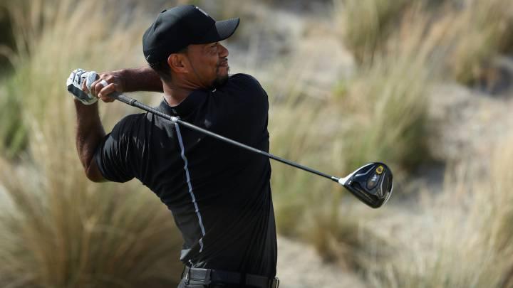 Tiger Woods por fin juega y hace birdies 16 meses después