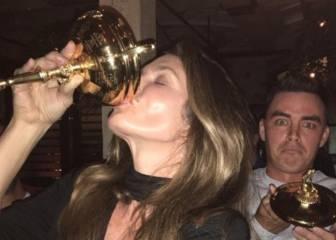¡La modelo Cindy Crawford bebe de la Ryder Cup de fiesta!