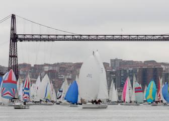 80 barcos en la Regata del Gallo del Puente Colgante
