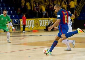 El Barça remonta y arrasa al Santiago para seguir líder
