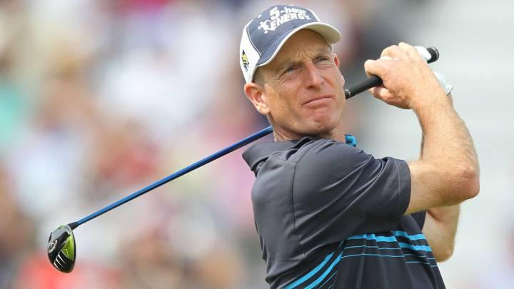 El golfista Jim Furyk, golpea la bola durante el British Open de 2014.
