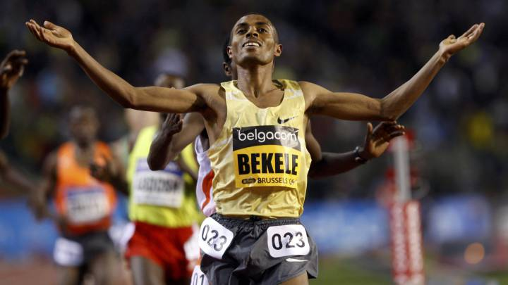 Kenenisa Bekele cruza la línea de meta en la prueba de 5.000 metros de la  IAAF Golden League Memorial Van Damme disputada en Bruselas.