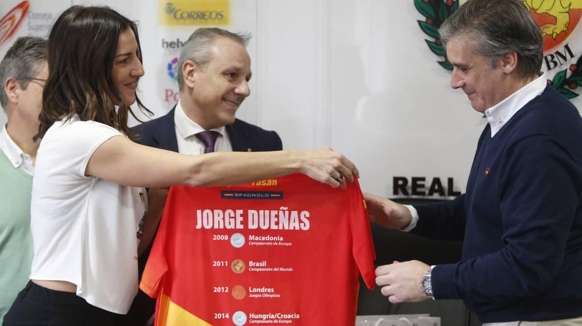 El balonmano españolagradece la labor de Dueñas