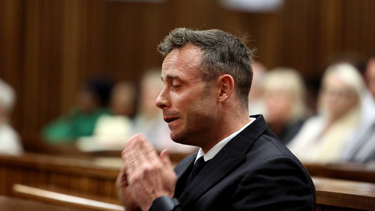 Sale herido Pistorius tras pelea en prisión ¡por un teléfono!