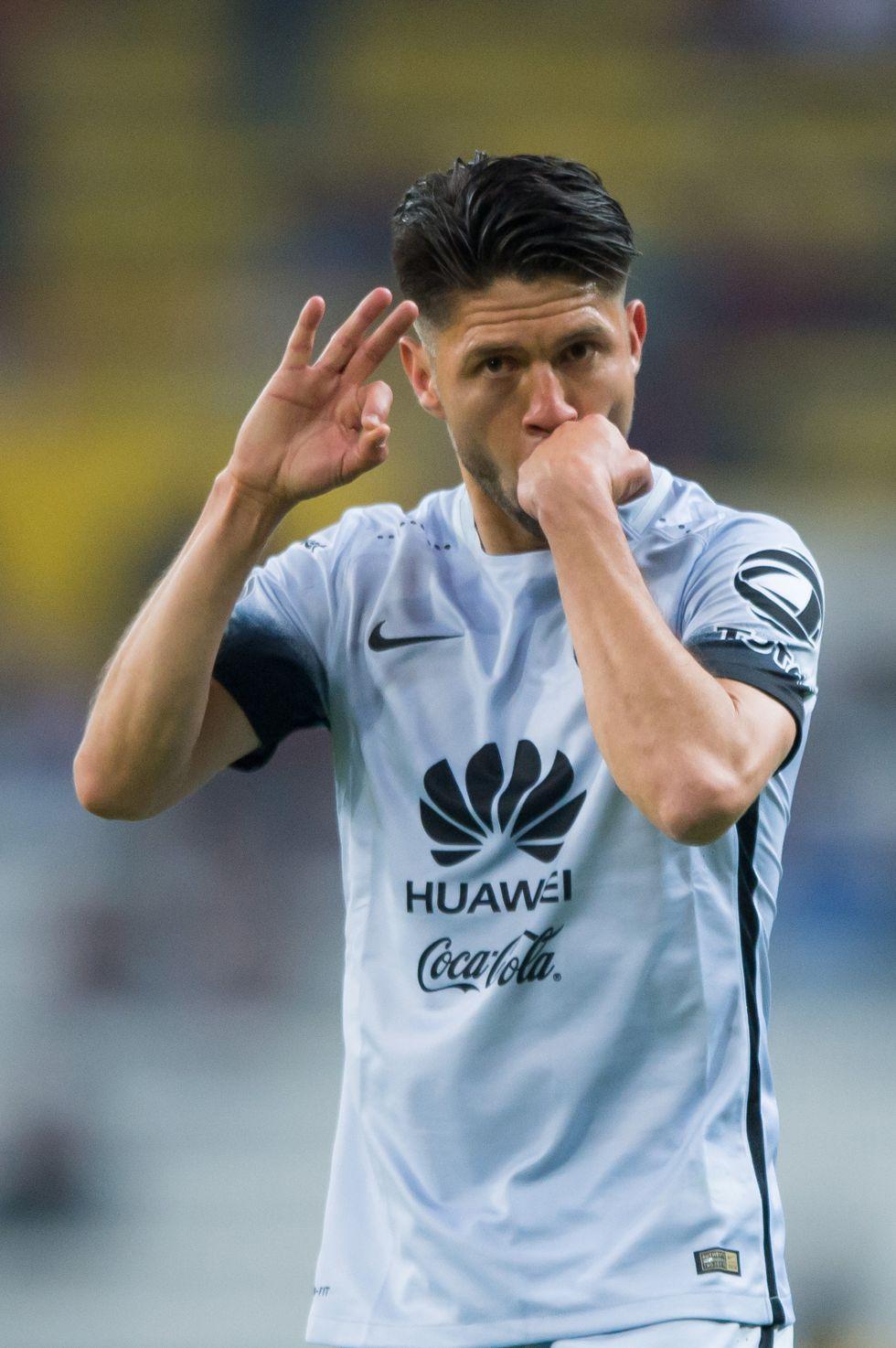 Antonio Carlos Santos explota contra Oribe Peralta - Univision