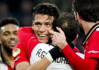 PSV golea, duerme y sufre ante el colista; Guardado, lesionado