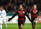 Chicharito anota pero el Bayer es eliminado de la Pokal