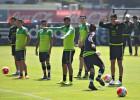 Aparecen 16 mexicanos en los futbolistas más importantes