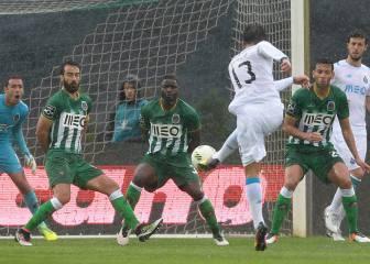 Los Dragones remontan y Layún aporta un gol de penalti