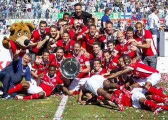 El Ajax la 'cruzazuleó' y el PSV es campeón de la Eredivisie