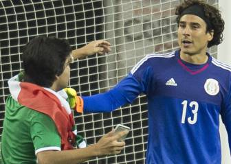 Aficionado se toma ´selfie´ con Ochoa en pleno juego