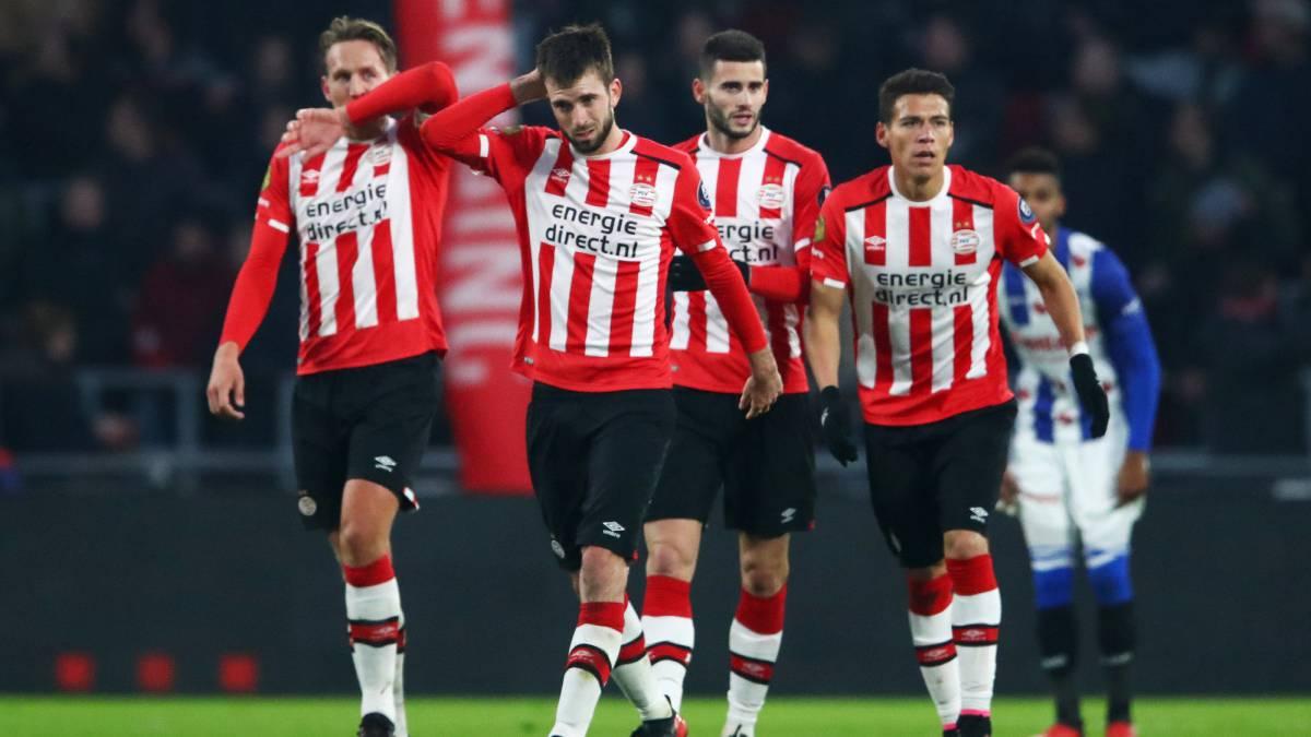Héctor Moreno anota el gol de la victoria del PSV
