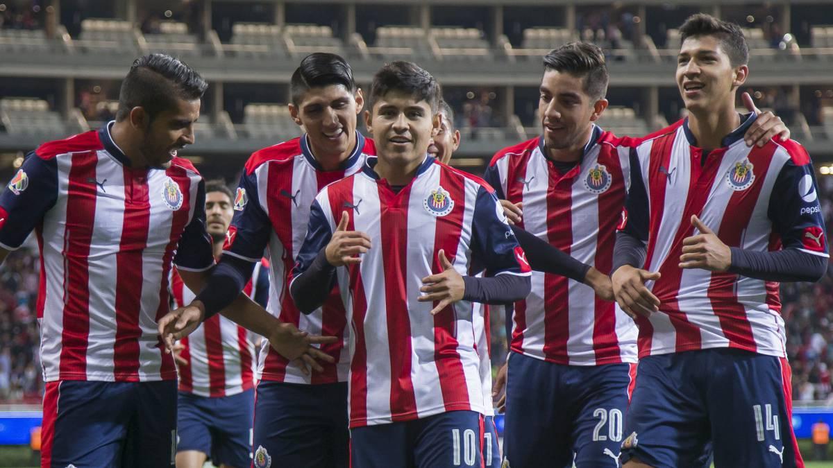 Chivas viene de atrás y derrota sobre la hora a Juárez en Copa MX. Guadalajara revirtió una desventaja de dos goles para estar en semifinales.