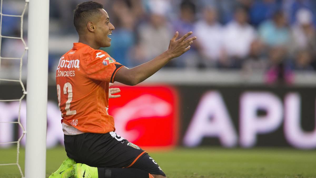 Jugador de Jaguares acude a notaria para comprobar su cumplimiento de contrato