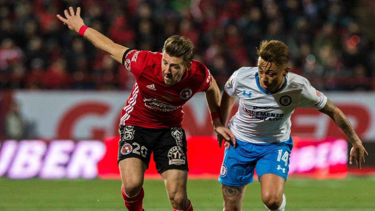 El Porto entrenó en el estadio Azul, ya con Layún y Herrera