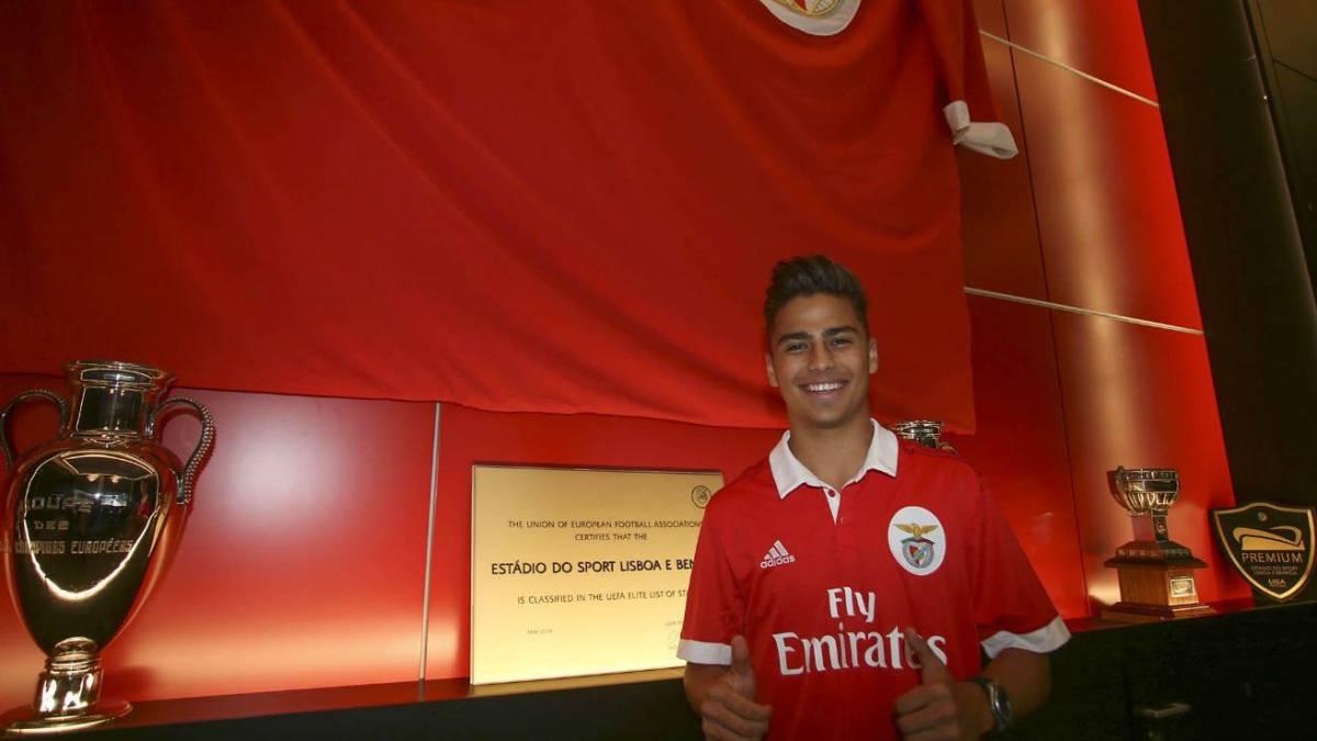 Benfica presentó al mexicano Paolo Medina para el equipo B