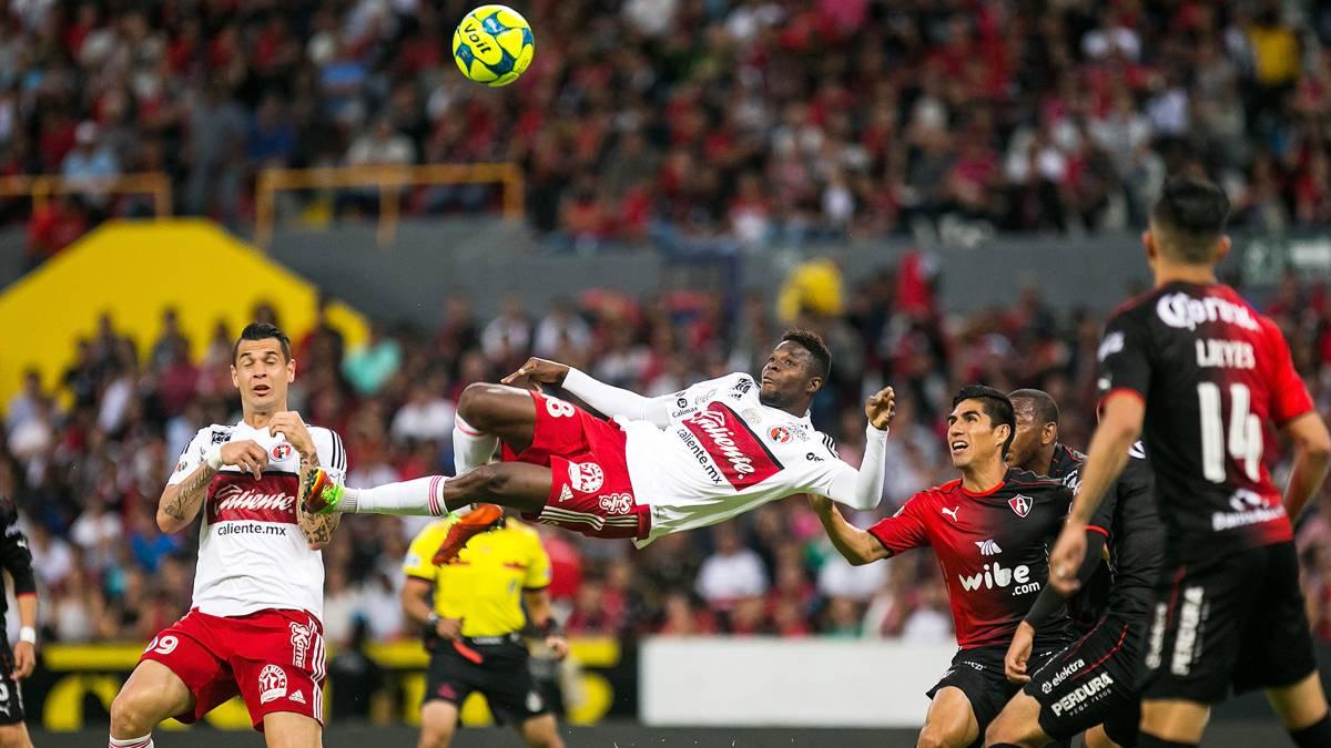 FIFA elige gol de la liga chilena como candidato al Puskas