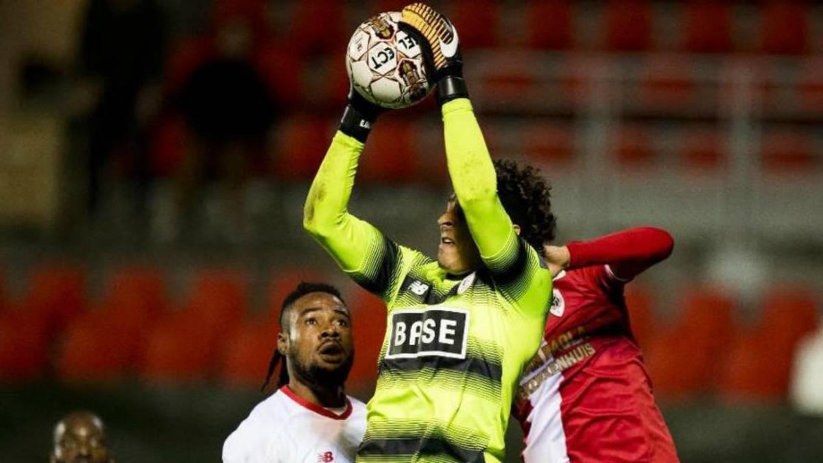 'Memo' Ochoa aguanta su arco en cero y Standard empata ante Antwerp