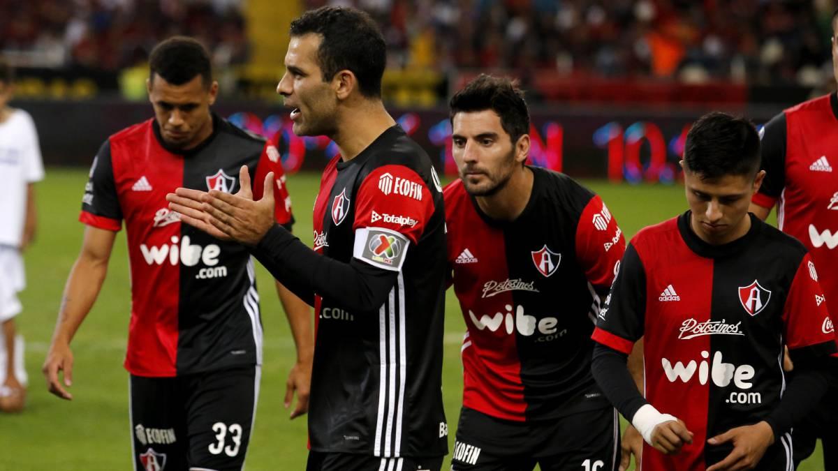 Chivas gana el Clásico con gol olímpico