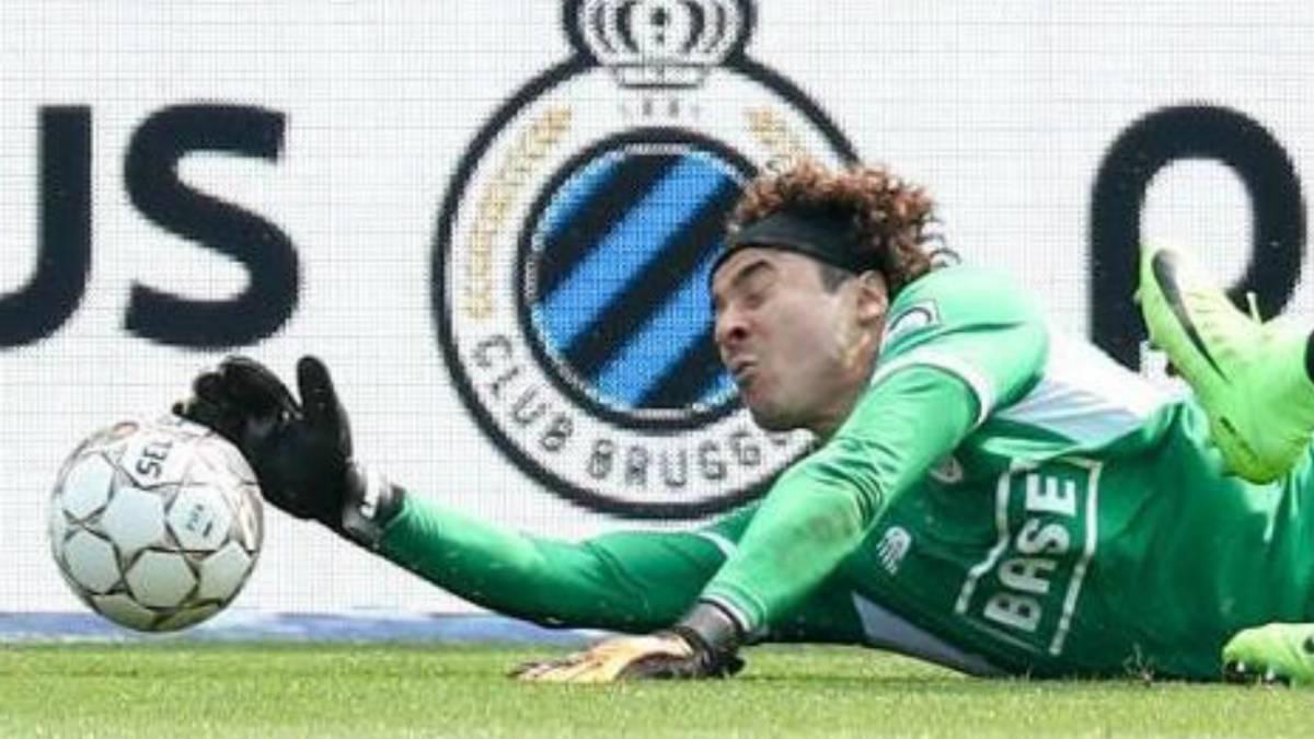 Memo Ochoa detiene penal en triunfo del Standard 2-0