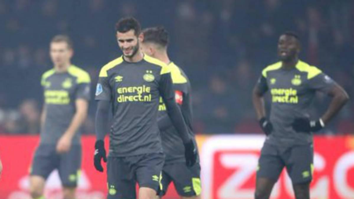 Patética exhibición del PSV e Hirving Lozano en el clásico contra Ajax