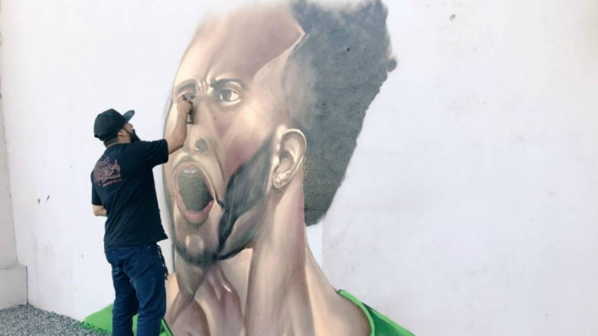 León oficiliaza la llegada de Giles Barnes con reggae y grafiti
