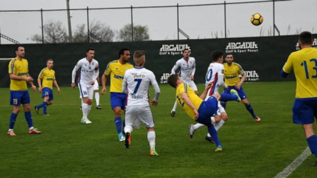 Enrique Esqueda se estrena con gol en Europa