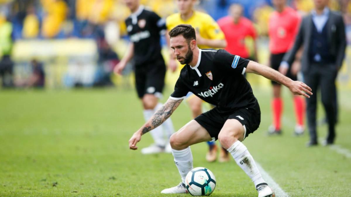 Miguel Layún comete penal, pero Sevilla se lleva la victoria