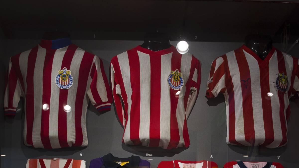 Por qué Chivas viste de rojo y blanco  - AS México 21833fc1f5e2b