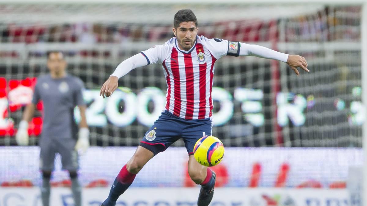 Jair Pereira durante un juego con Chivas