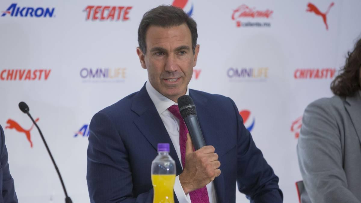 Carlos Salcido jugará seis meses más con Chivas: De Anda