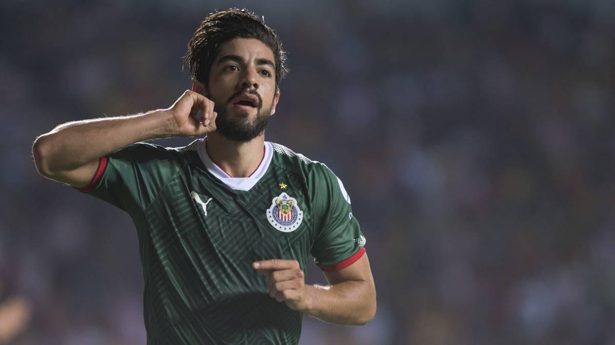 Tientan a Chivas con jugosas ofertas por Pizarro