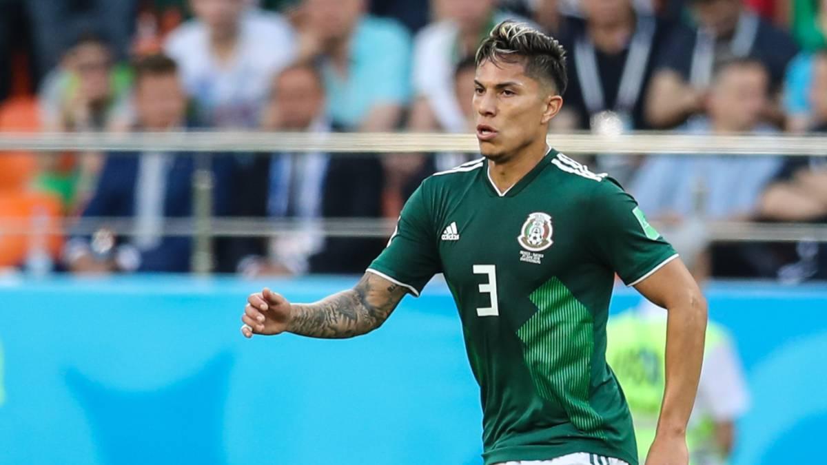 Carlos Salcedo denuncia robo de sus playeras mundialistas