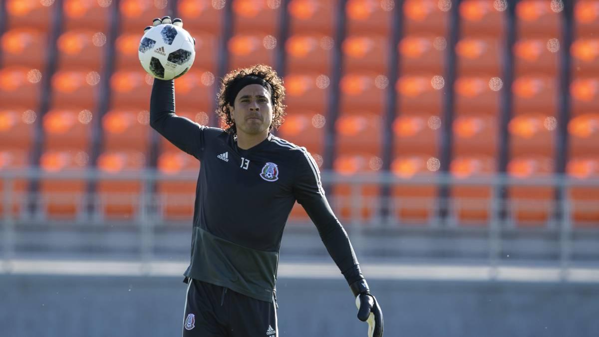 Guillermo Ochoa estaría muy cerca de fichar con el Napoli