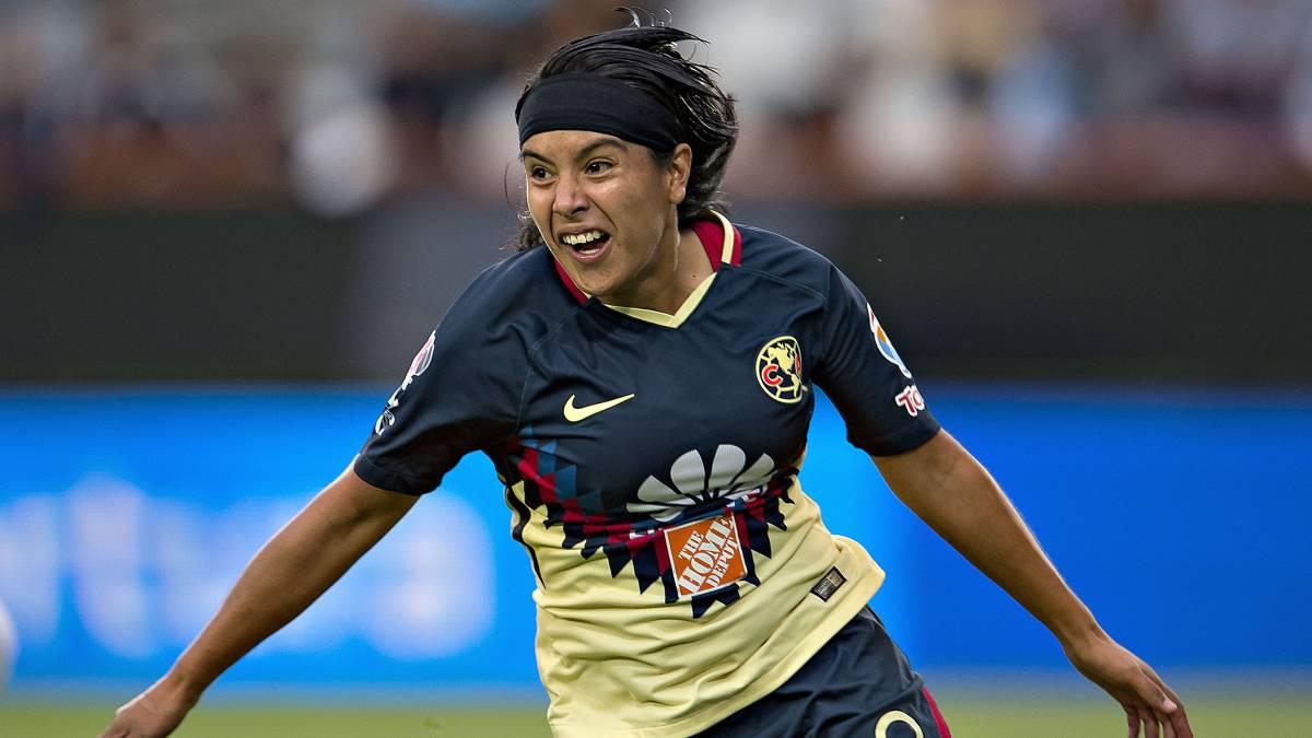11dcef705b950 América Femenil no deja ir un partido en la Liga MX. Mujer jugadora de  futbol ...