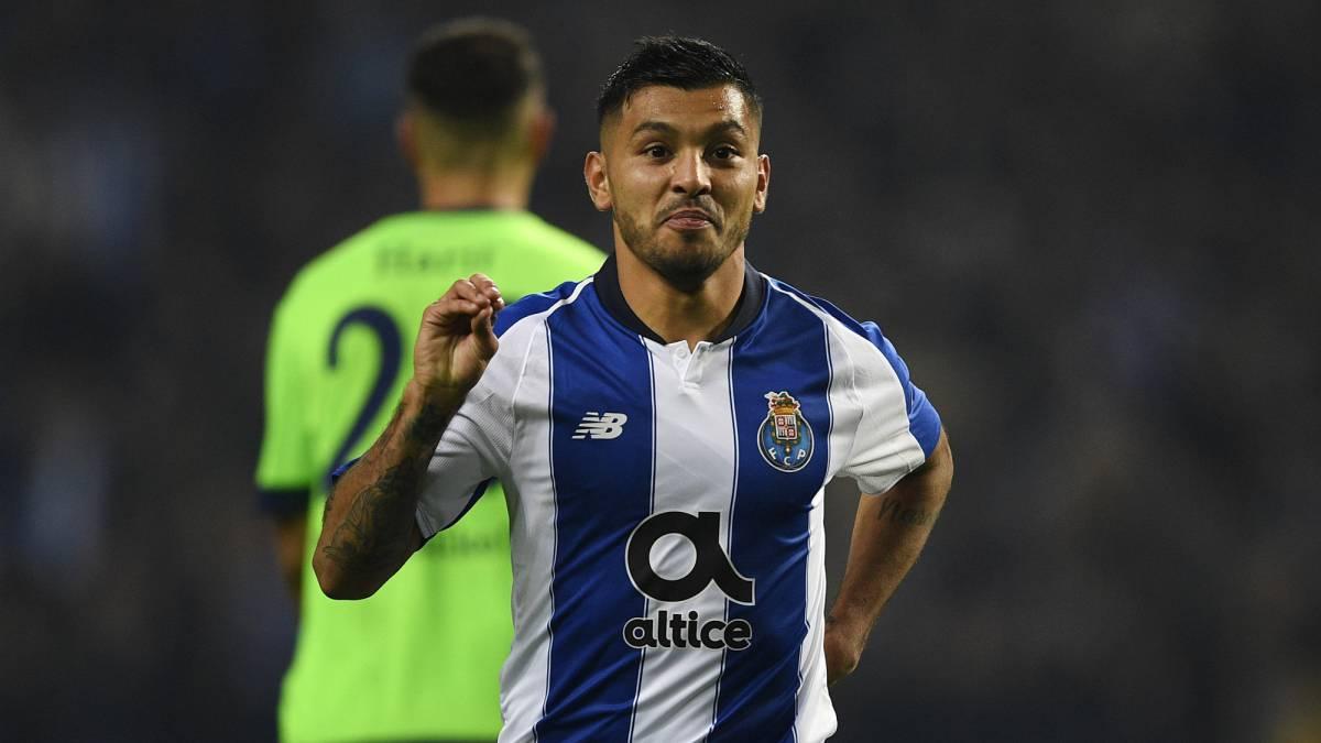 Tecatito Corona lidera victoria del Porto en Champions League