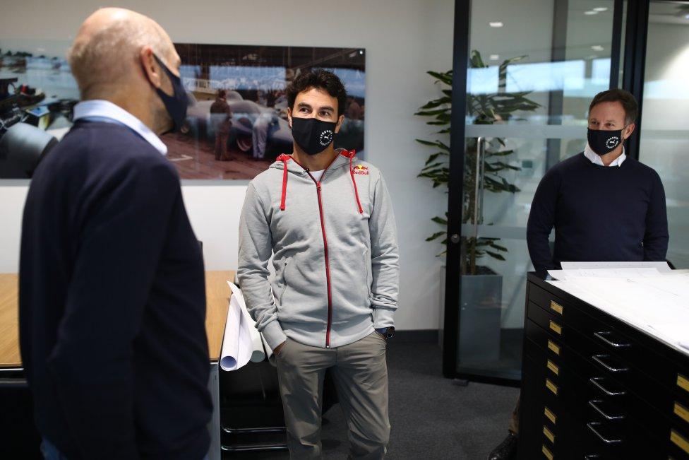 El primer día de 'Checo' Pérez en la fábrica de Red Bull