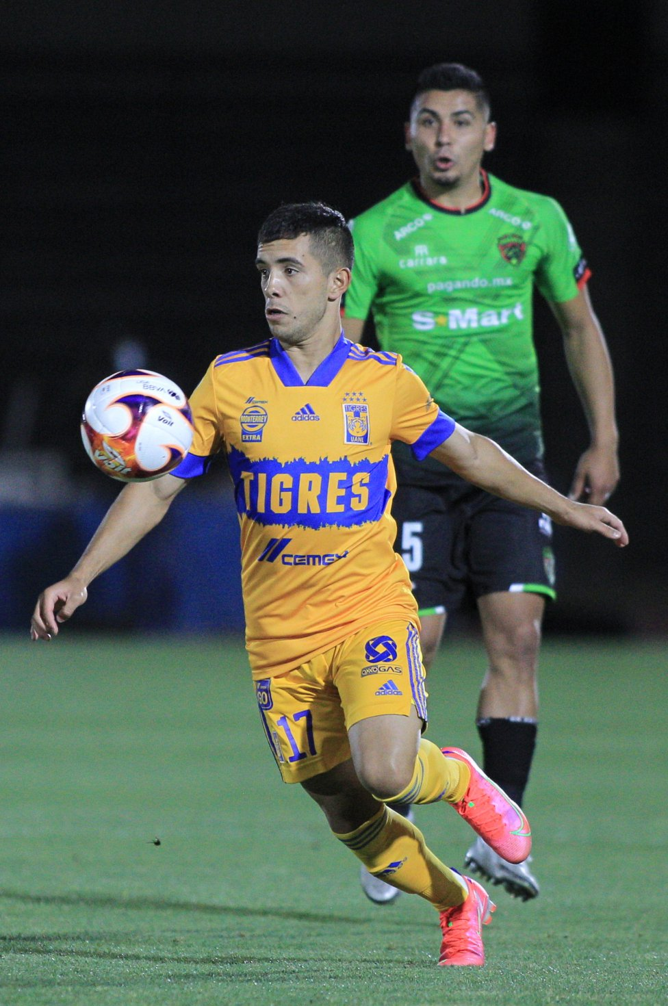 Leo Fernández es uno de los jugadores que perdieron valor en el Guardiaes 2021. De acuerdo con datos de Transfermarkt, el jugador de Tigres perdió 2.5 millones de euros en su precio, por lo que ahora cuesta 5 mde.