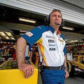 Bob Bell, el padre del R28, piensa que la mejora del coche en Montmeló será clave Mitad_ano_grandes